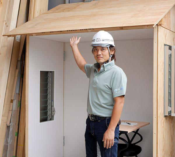森建築板金工業の敷地内に雨漏り対策ができる方法を体験できる施設を開発